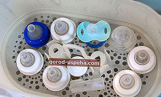Curățați și sterilizați sticlele și tetinele pentru copii
